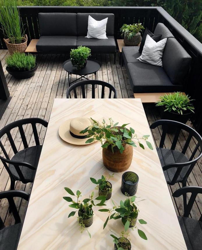 Zeker als je groen en zwart afwisselt, geven de meubels een gaaf effect.