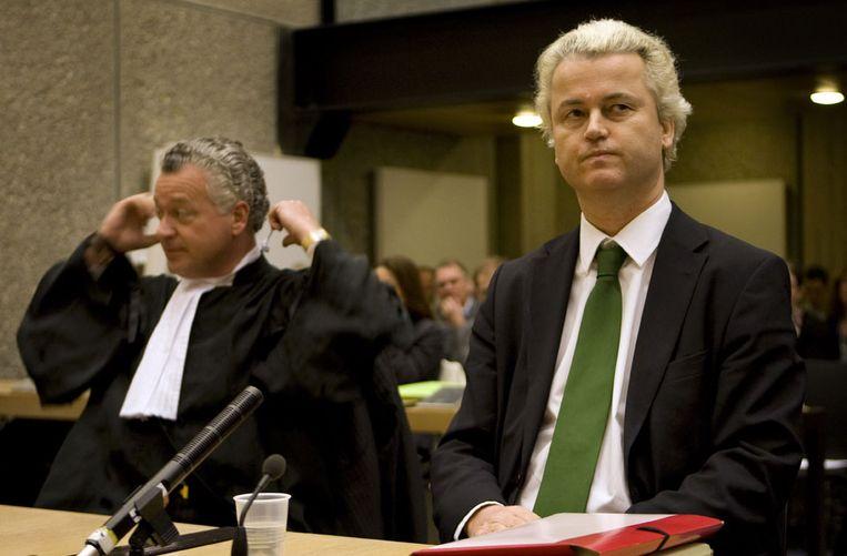 Geert Wilders in de rechtbank van Amsterdam. (AP) Beeld