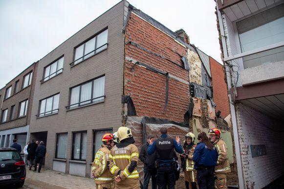 Bij de afbraak van een woning werd ook een gemeenschappelijke muur gesloopt.