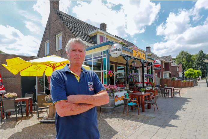 Paul Sanders voor café De Muis in Geldrop.