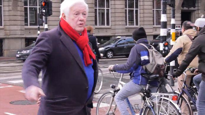 Frank Bakker voert een strijd tegen de asociale fietser in Amsterdam.