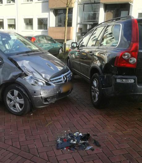 Botsing in Oldenzaal, 4 kinderen nagekeken in ambulance