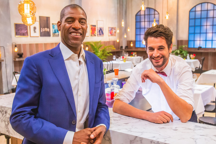 Maitre Sergio en Barman Victor in First Dates.