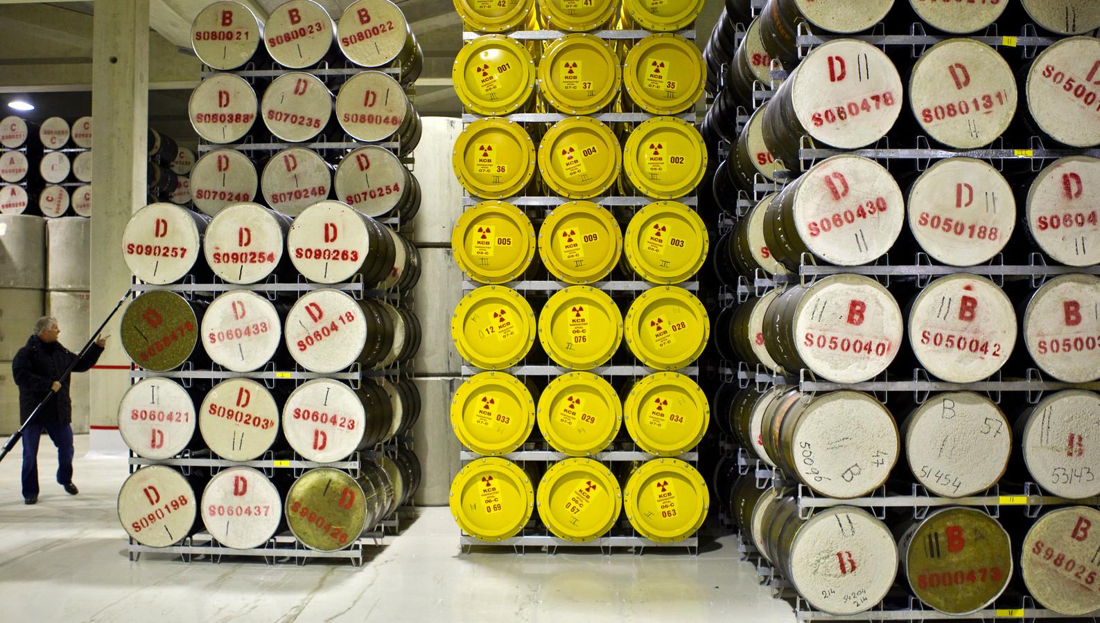 2010-11-23 00:00:00 BORSSELE - Laag radioactief afval bij COVRA (Centrale Opslag Radioactief Afval) in Borssele. Hier vindt de verzameling, verwerking en opslag van radioactief afval plaats. ANP KOEN SUYK