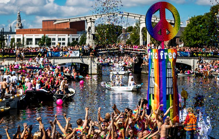 De botenparade van de Gay Pride 2016. Beeld ANP