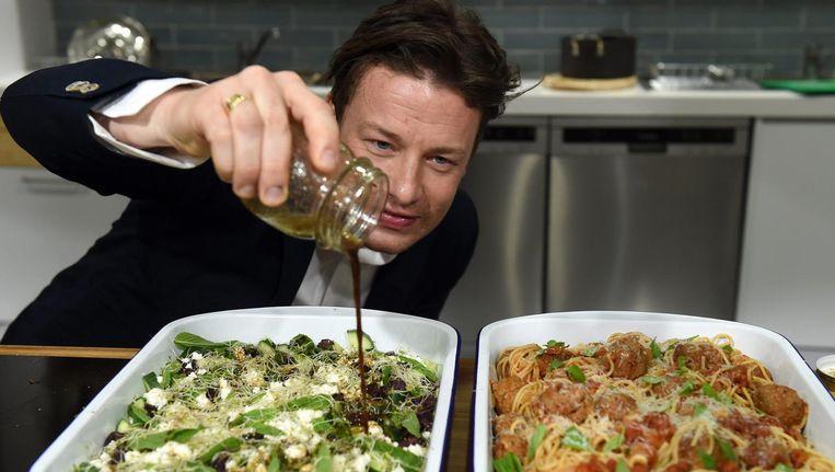 'Het maakt de fans van Jamie Oliver niet uit of hun goeroe de trend nu zet of volgt.' Beeld epa