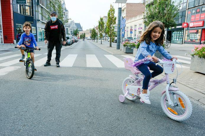 Autovrije Zondag in Vilvoorde: jonge fietsers zijn de baas op straat.
