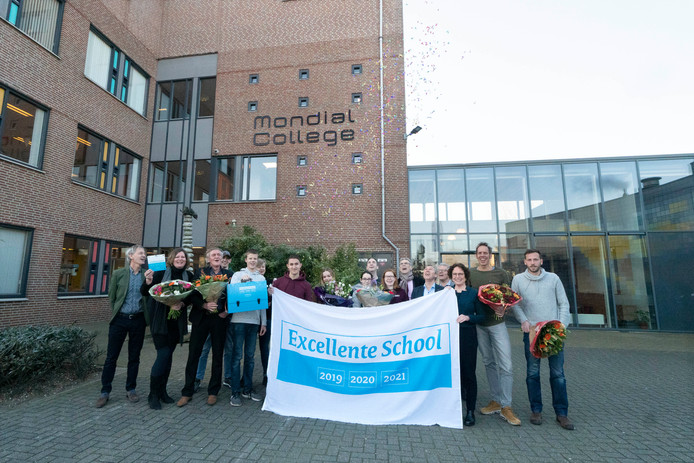 Het Mondial College in Nijmegen kreeg maandagochtend het predicaat excellente school voor de vwo-afdeling.