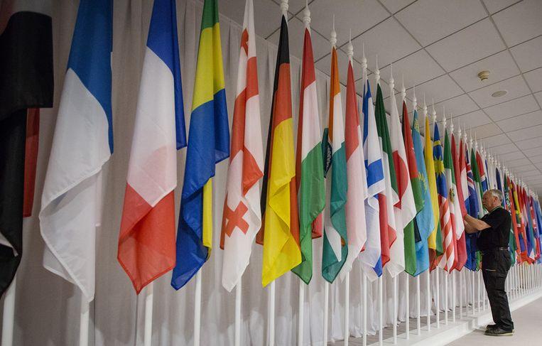 Vlaggen in het World Forum in Den Haag Beeld anp