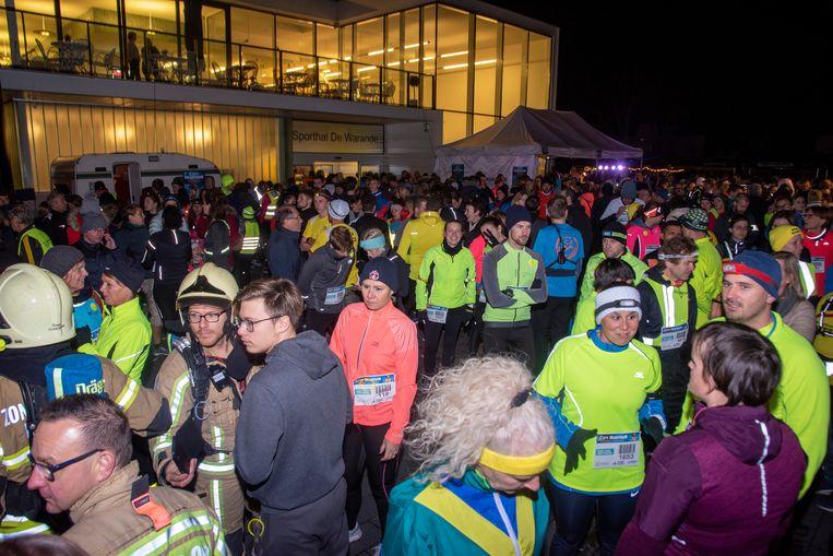 Ruim 1.400 deelnemers voor de eerste City Night Run in Wetteren.