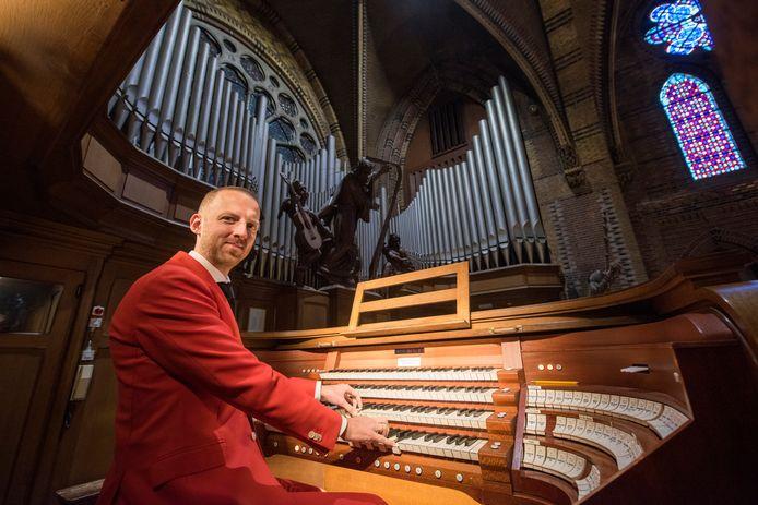 Organist Hans van Haeften in de Eindhovense kerk.