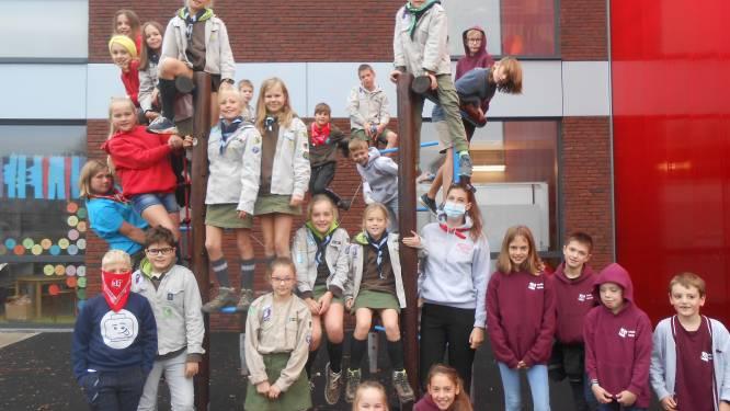 Leerlingen Spoele vieren dag van de jeugdbeweging in uniform