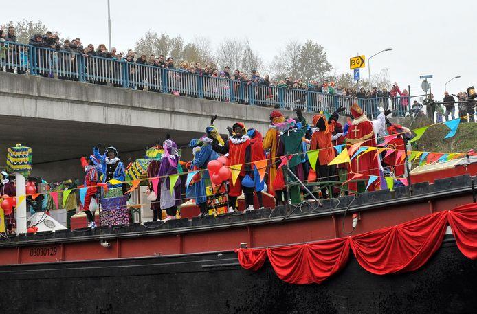 Een eerdere intocht van Sinterklaas in Best.