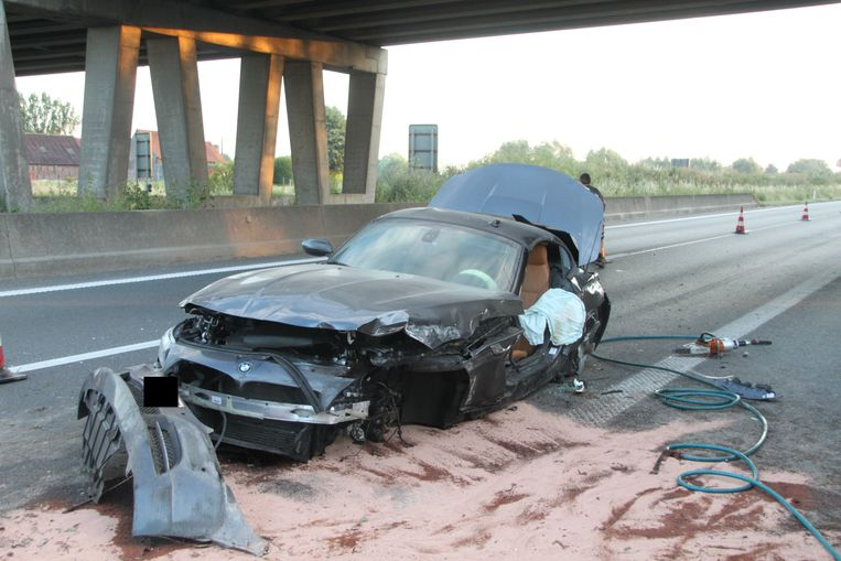 De BMW Z4 raakte zwaar beschadigd.