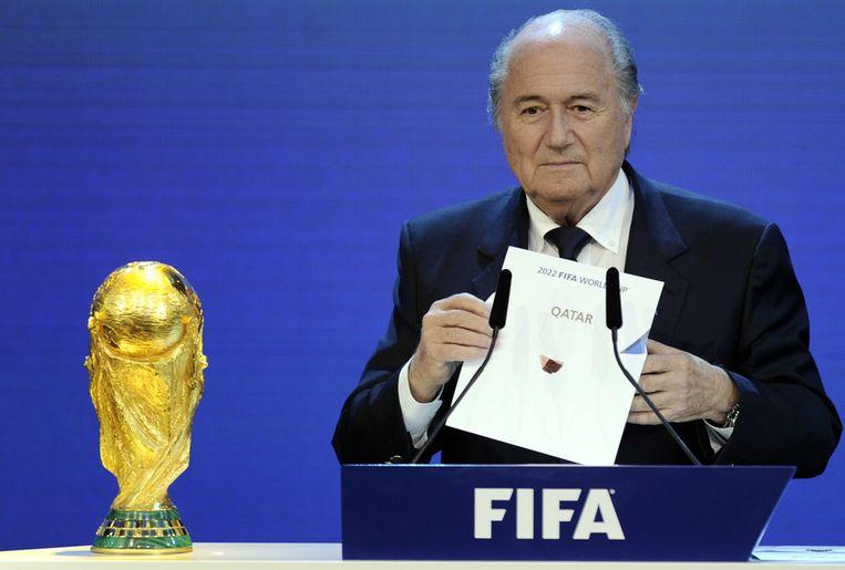 FIFA-preses Sepp Blatter maakt in december 2010 bekend dat het WK is toegewezen aan Qatar. Beeld afp