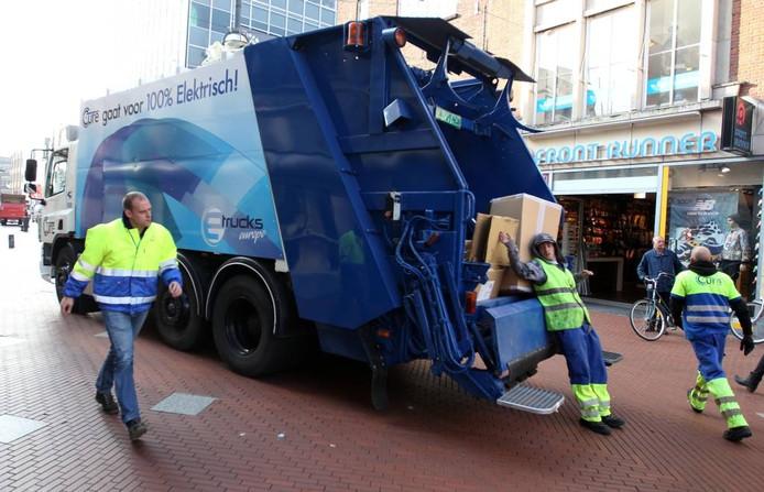 Een elektrische ophaalwagen van Cure in de Eindhovense binnenstad. Foto Kees Martens