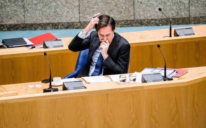 Premier Mark Rutte in de Tweede Kamer voor het debat in de Tweede Kamer.