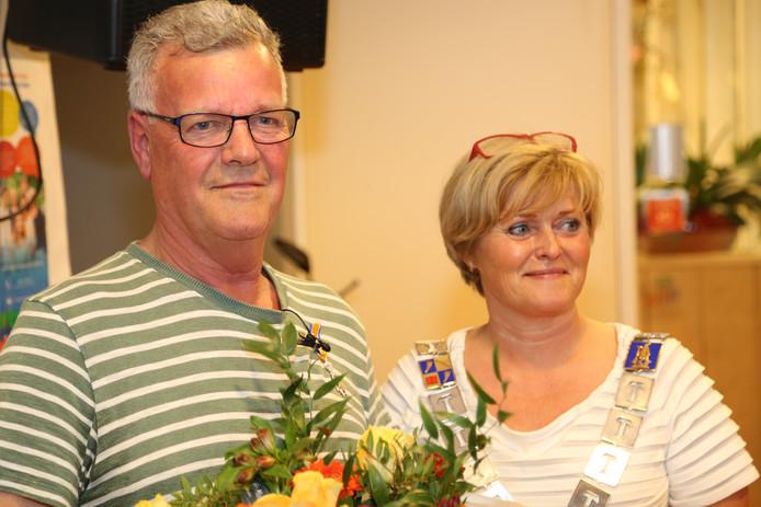 De gedecoreerde Gerrit van Kempen met burgemeester Sijbers.