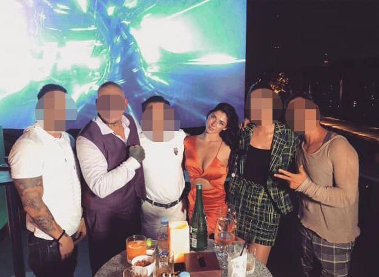 De 22-jarige Anna Florence Reed met haar vriend (tweede van links) en nog vier anderen.