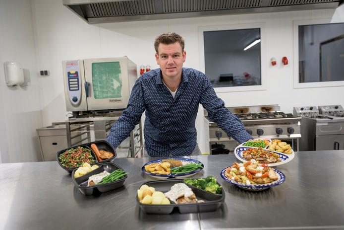 Rik Leuveld staat ook zelf achter het fornuis om smakelijke en gevarieerde maaltijden te bereiden.