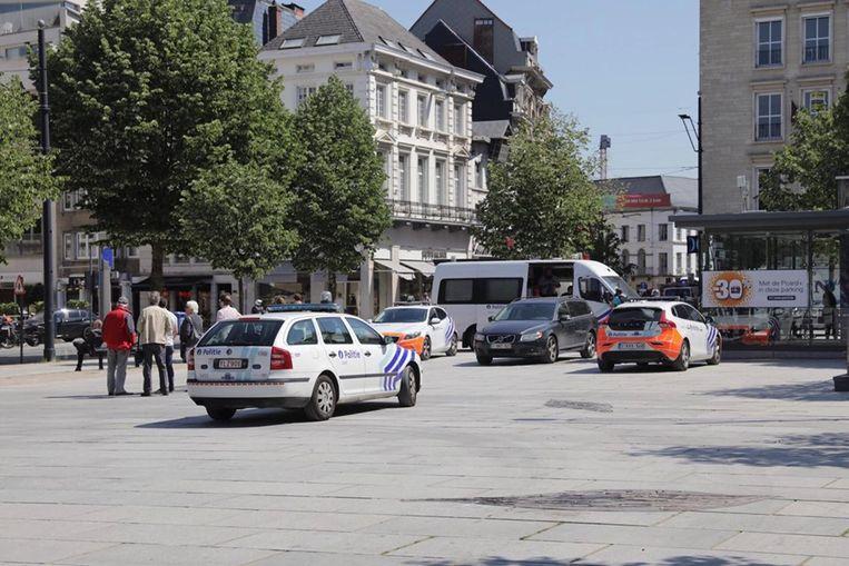 De politie zoekt in de omgeving van de Kouter naar de fietser die zich aan de controle onttrok.