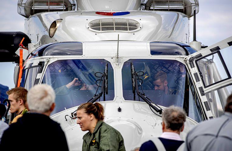 Bezoekers tijdens de Luchtmachtdagen op de Nederlandse vliegbasis Volkel. De helikopter in kwestie (niet op de foto) kwam daar vandaan.