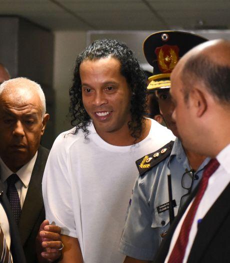 Gevangenisdirecteur: Ronaldinho opgewekt en altijd lachend in de cel
