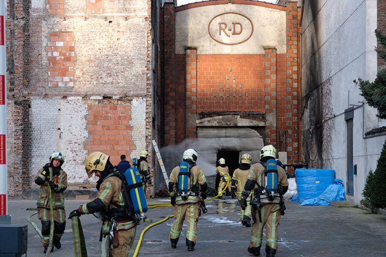De oorzaak van de brand is nog onbekend.