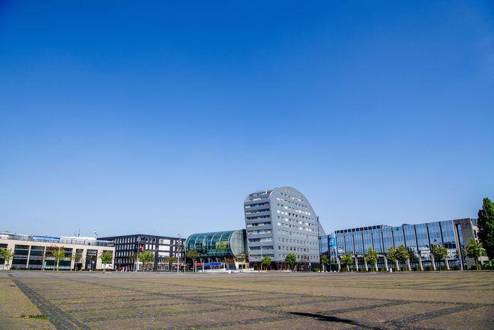 Een maagdelijk leeg Chasséveld in Breda. Normaal gesproken het domein van geparkeerde auto's, vanaf 1 juni mogelijk één groot terras.
