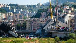 """VTM-journalist in Genua: """"Hangt geur van dode lichamen"""""""