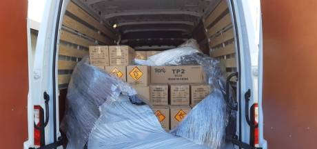 'Zeldzaam grote vangst.' Politie vindt twee ton illegaal vuurwerk in bestelbus in Andelst