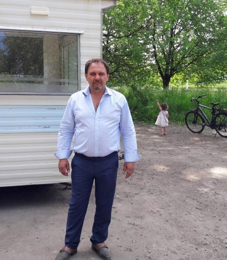 Leden van Romafamilie Nicolich bezetten stukje grond bij Fort Blauwkapel in Utrecht