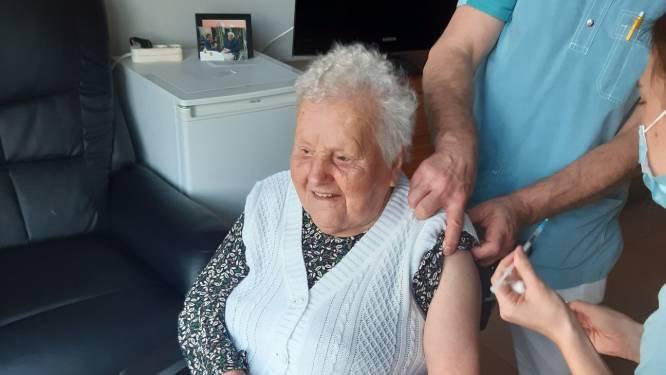 Melanie krijgt coronavaccin op 100ste verjaardag