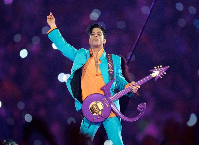 Prince tijdens zijn optreden in de 'halftime show' van de Super Bowl XLI in 2007 in Miami.