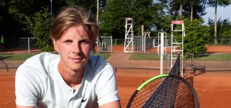Brouwer overleeft liefst negen matchpoints en bereikt kwartfinale