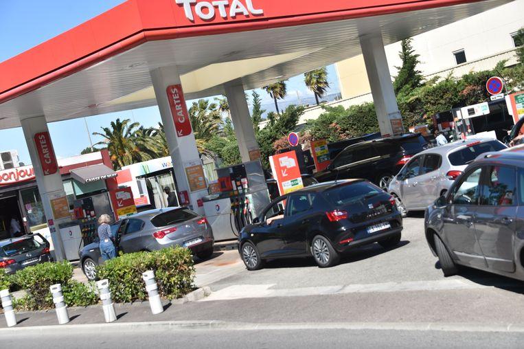 Wachtrijen aan een tankstation in de regio Provence-Alpes-Côte d'Azur.