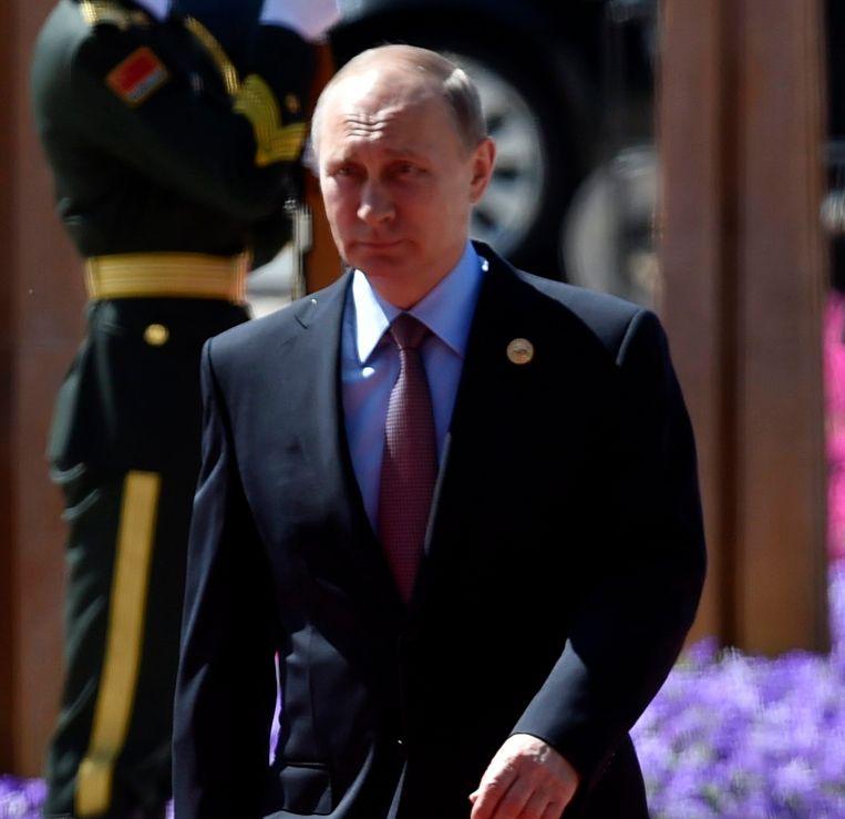 Poetin tikt westerse staatshoofden op de vingers.