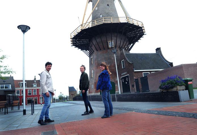 Organisatoren van De Strip Dunja Gasper, Steven de Laet en Dorian Kingma bij Molen de Roos.