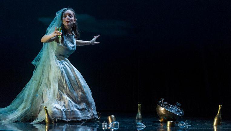 Sopraan Lucie Chartin als Ophélie in Hamlet van Ambroise Thomas. Beeld Ben van Duin