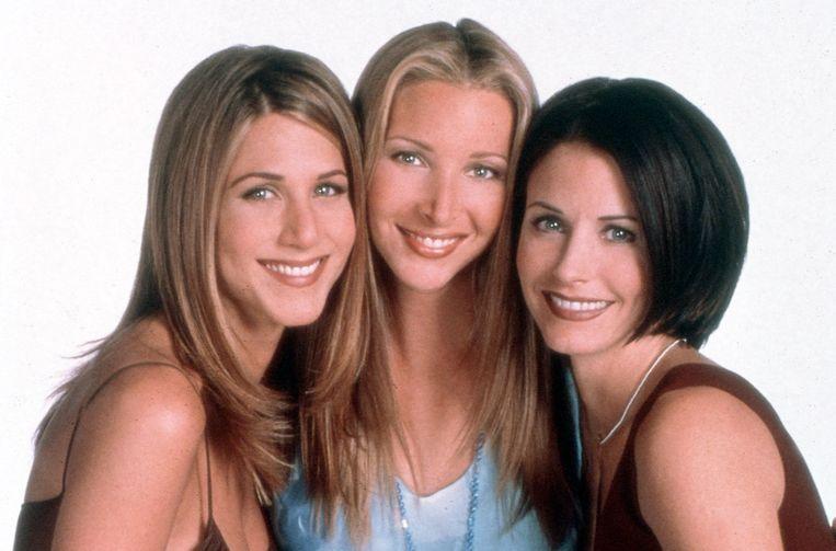 Lisa Kudrow tussen haar 'Friends'-collega's Jennifer Aniston en Courteney Cox. De vergelijking met hen maakte haar erg onzeker.