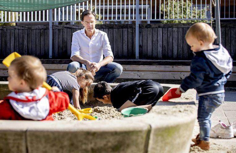 Minister-president Mark Rutte eerder dit jaar tijdens een bezoek aan een kinderopvang in Pijnacker. Beeld ANP