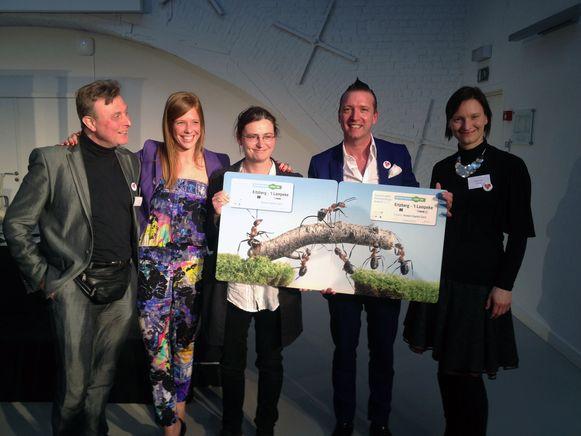 Jo Vandebergh (2e van rechts) van Bringme en Ertzberg viel eerder al in de prijzen door een samenwerking met buurtwerk 't Lampeke.