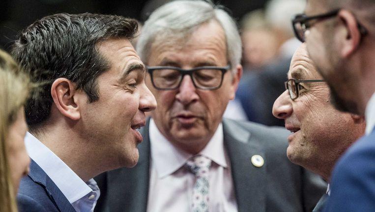 De Griekse premier Alexis Tsipras en Commissie-voorzitter Jean-Claude Juncker Beeld anp