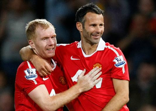 Paul Scholes (l) en Ryan Giggs, Manchester United-legendes.