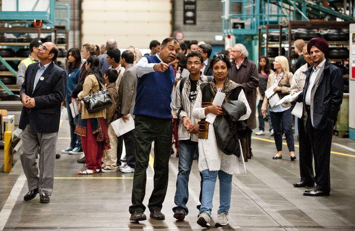Vredestein kreeg in 2010 bezoek van 250 Indiase medewerkers en familieleden van Apollo, het moederbedrijf van de bandenfabriek. De bezoekers kregen een rondleiding in de fabriek.
