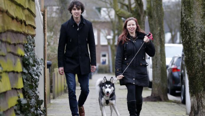 Lars Berends (links) heeft zoveel succes met het koppelen van hondenbaasjes en potentiële 'uitlaters', dat hij zijn site geautomatiseerd heeft.