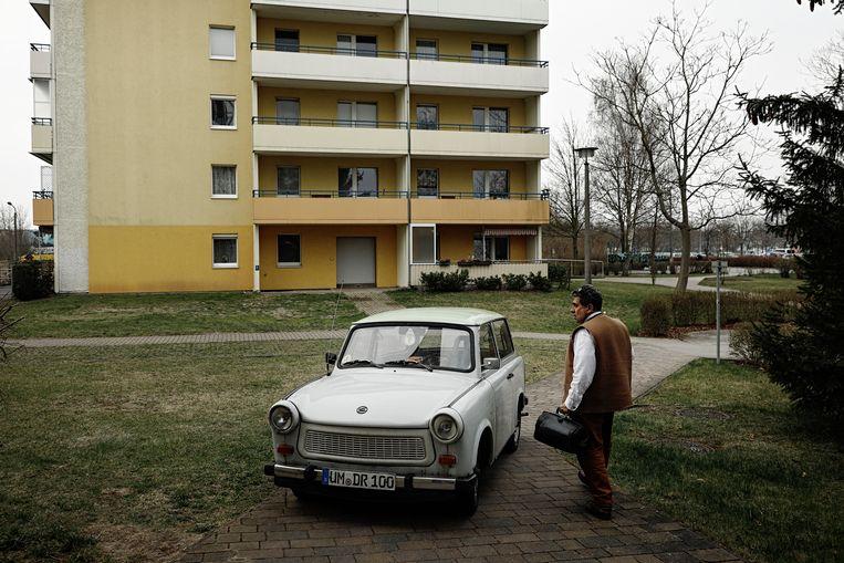 Amin Ballouz met zijn Trabant. Beeld Daniel Rosenthal / de Volkskrant