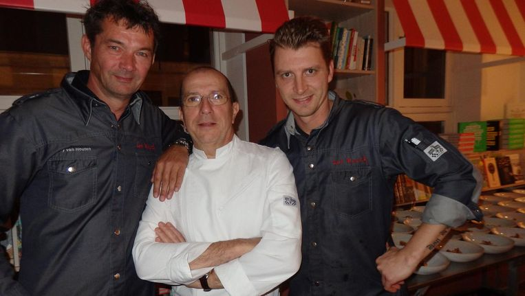 Chef Ferry van Houten (Het Bosch): 'Hier word ik blij van.' En medechefs van de avond Alain Caron (Café Caron) en Lars Scharp (Het Bosch, bijna op eigen benen) Beeld Schuim