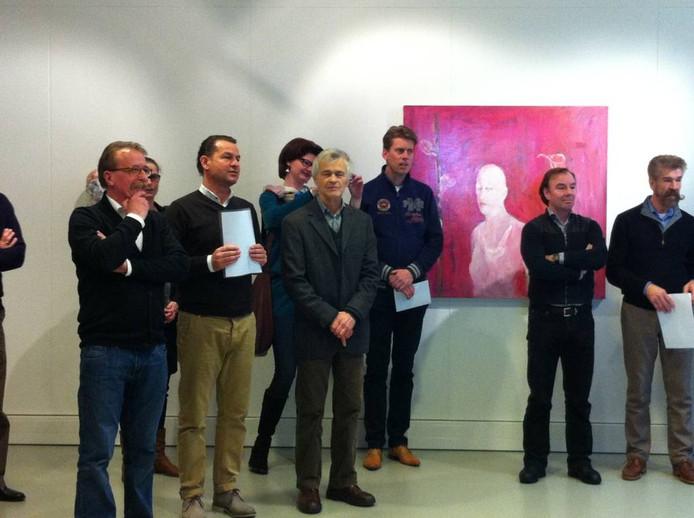 De opening van de expositie van Bosschenaar Jan de Mug (links) in de Keg-Expo in Schijndel.