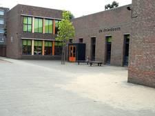 Lege schoolpleinen en klaslokalen in West-Brabant: de leraren starten een uurtje later